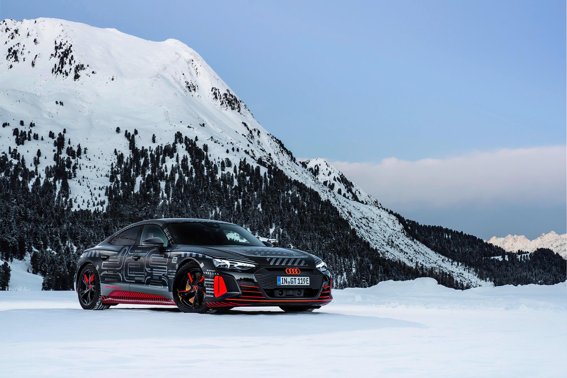 Audi e-tron GT - Εμπρός όψη, σε χιονισμένο τοπίο