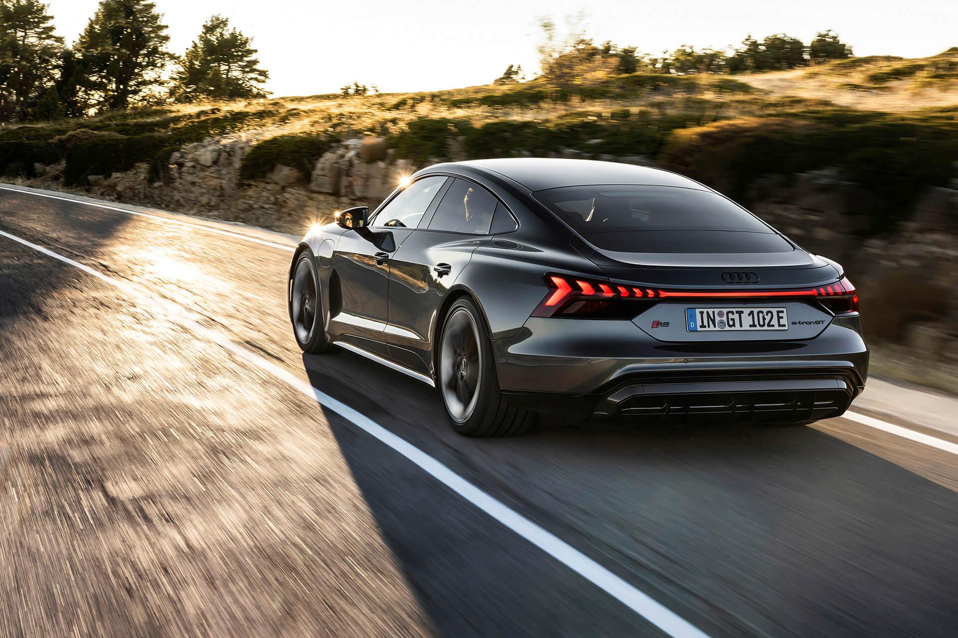Audi e-tron GT σε κίνηση - Πίσω πλαϊνή όψη