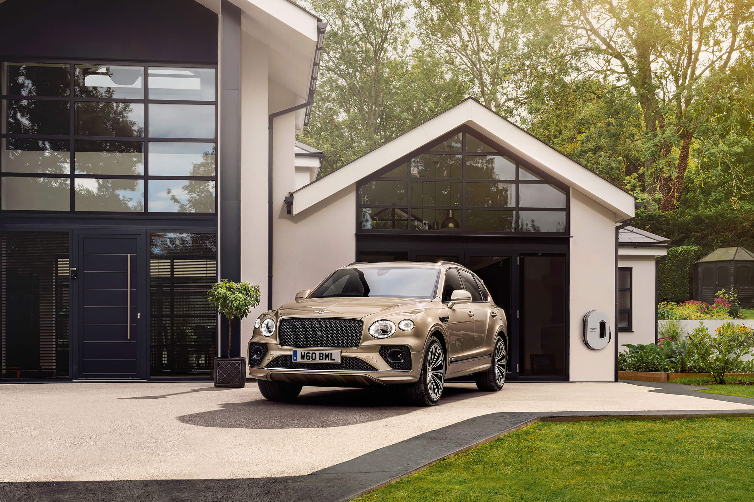 NEW BENTLEY BENTAYGA HYBRID