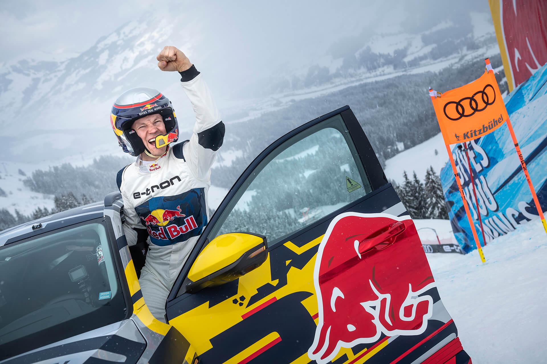 """Το 2019, ο πρωταθλητής αγώνων ράλι και πίστας, Mattias Ekström, ανέβηκε οδηγώντας τη χιονισμένη πίστα σκι του """"Streif"""", στο διάσημο Kitzbühel"""