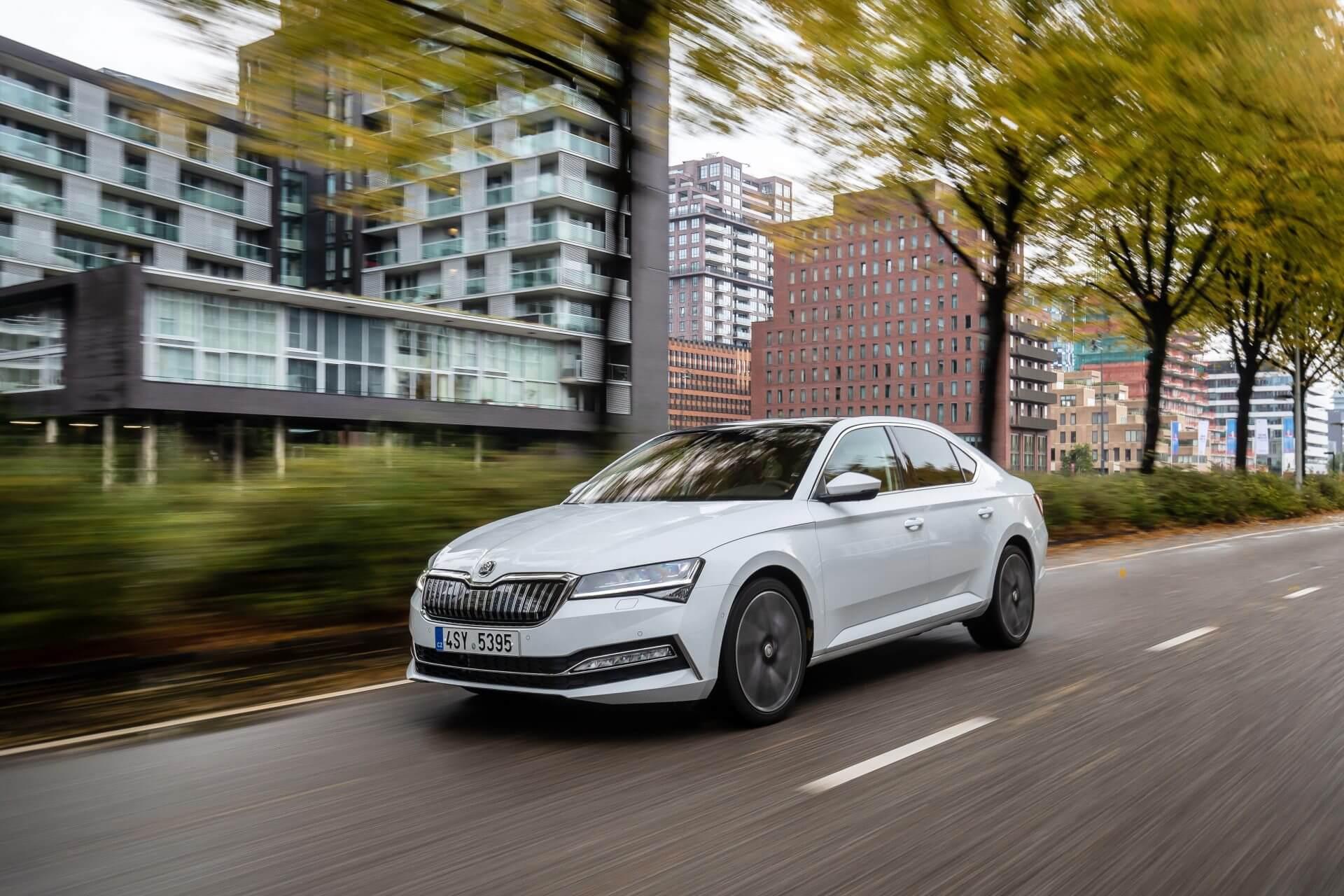 SKODA SUPERB - Καλύτερο Οικογενειακό Αυτοκίνητο της Χρονιάς για το 2020 - Auto Express