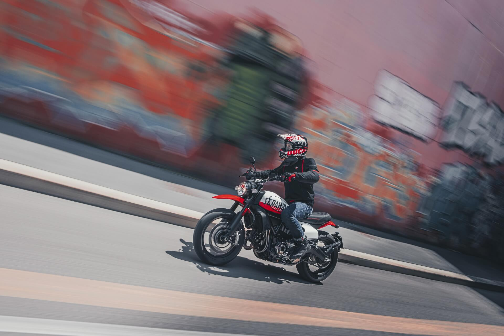 Ducati Scrambler UrbanMotard