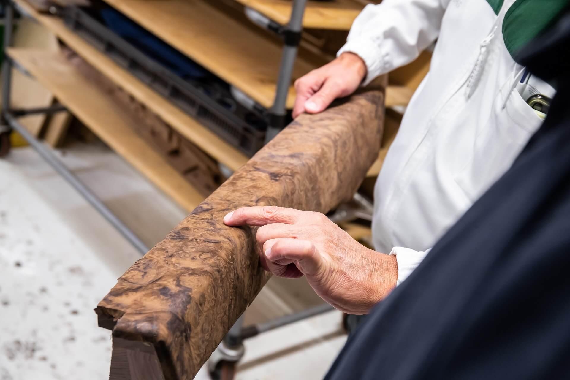 Κατασκευή Bentley Mulsanne - Η επιλογή του ξύλου με τις πιο συναρπαστικές μορφές