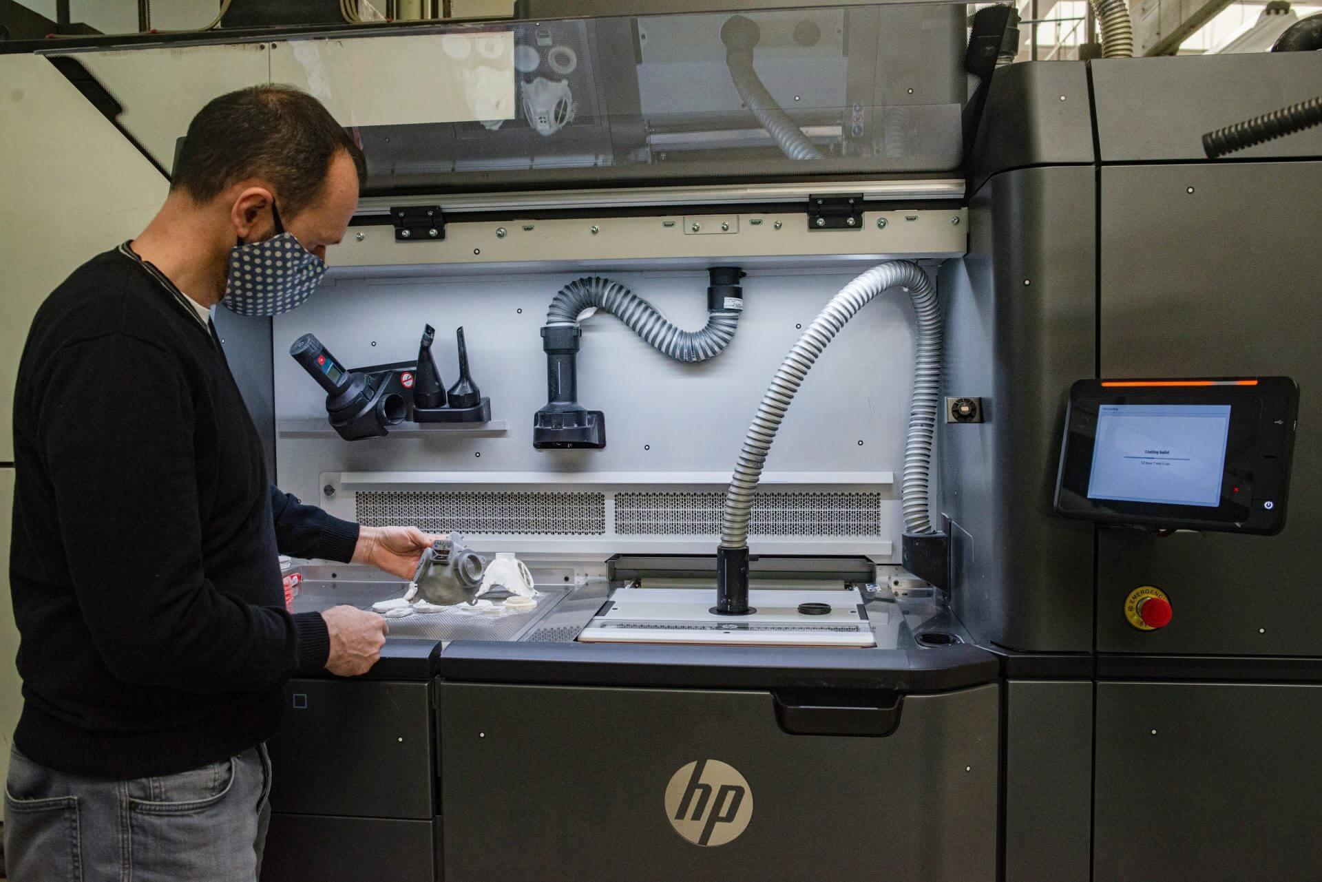 Εκτυπωτής Multi Jet Fusion 3D της SKODA παράγει μάσκες - αναπνευστήρες για προστασία από τον κορονοϊό
