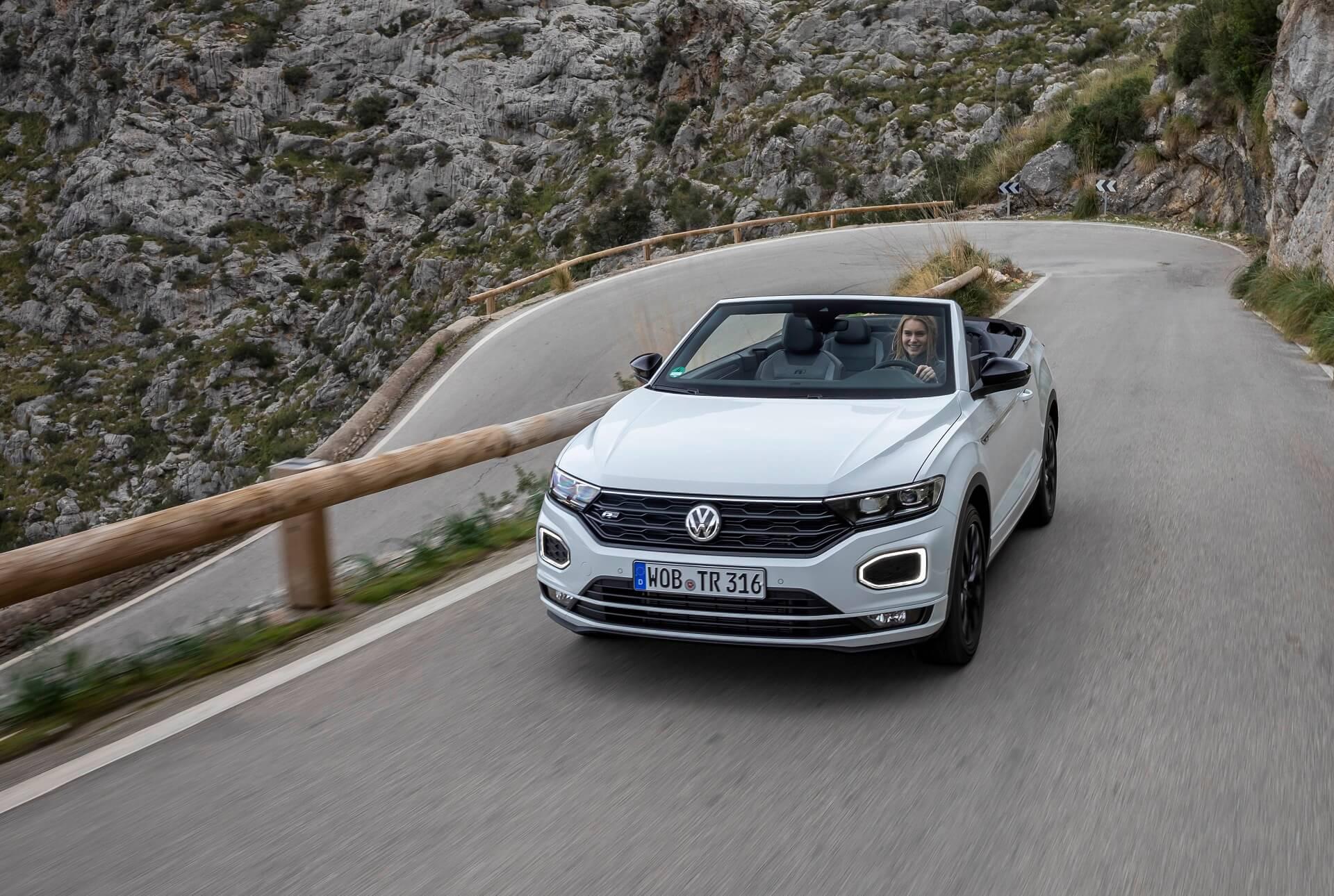 Volkswagen T-Roc Cabriolet σε κίνηση - Εμπρός όψη