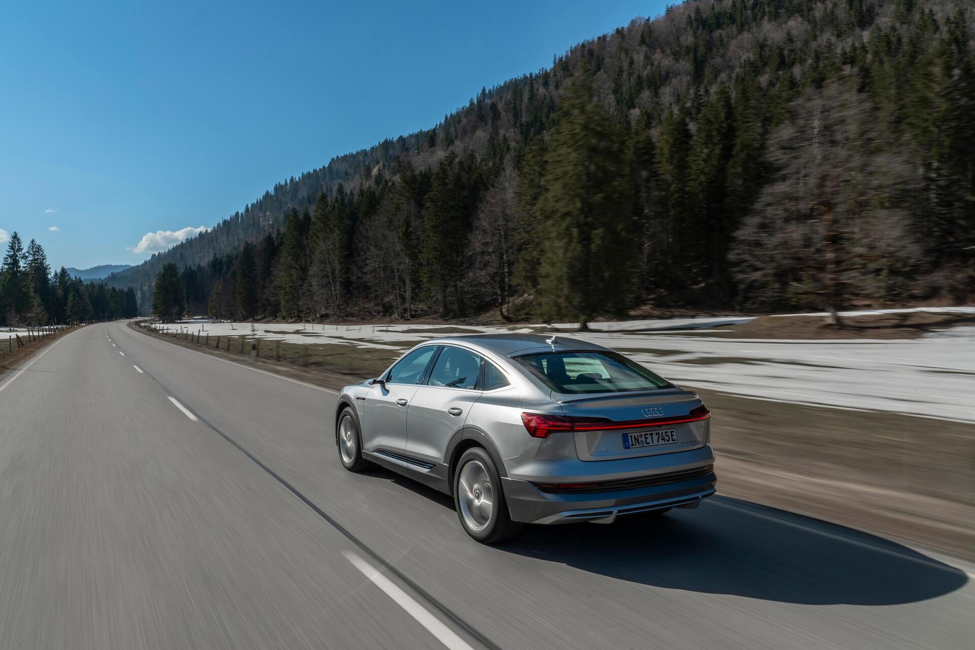 Audi e-tron Sportback σε κίνηση στο δρόμο