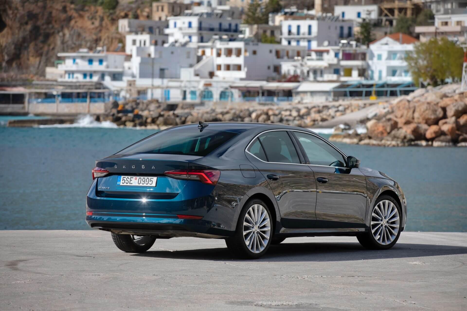 Η νέα SKODA OCTAVIA Grand Coupe φωτογραφημένη στην Κρήτη - Πίσω όψη