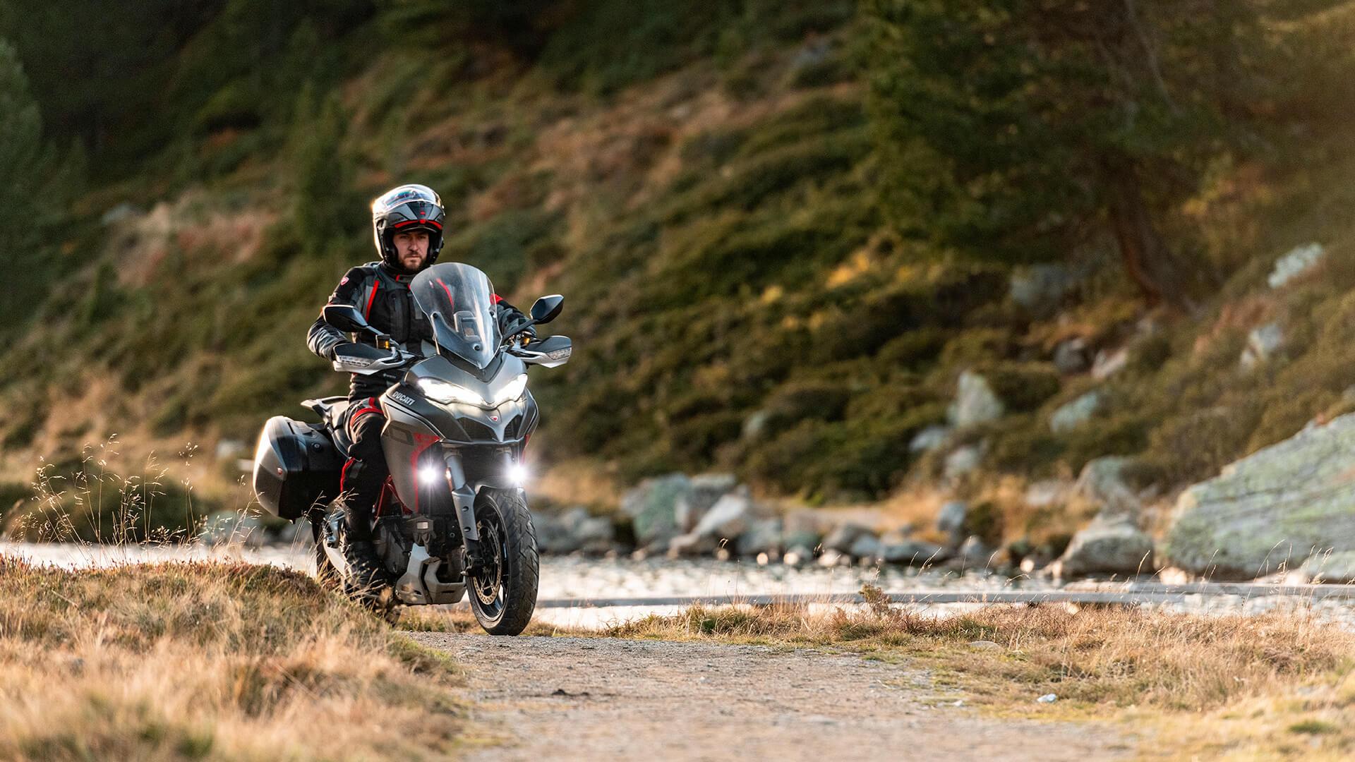 Οδηγός σε μοτοσυκλέτα Ducati - Multistrada 1260 S GRAND TOUR