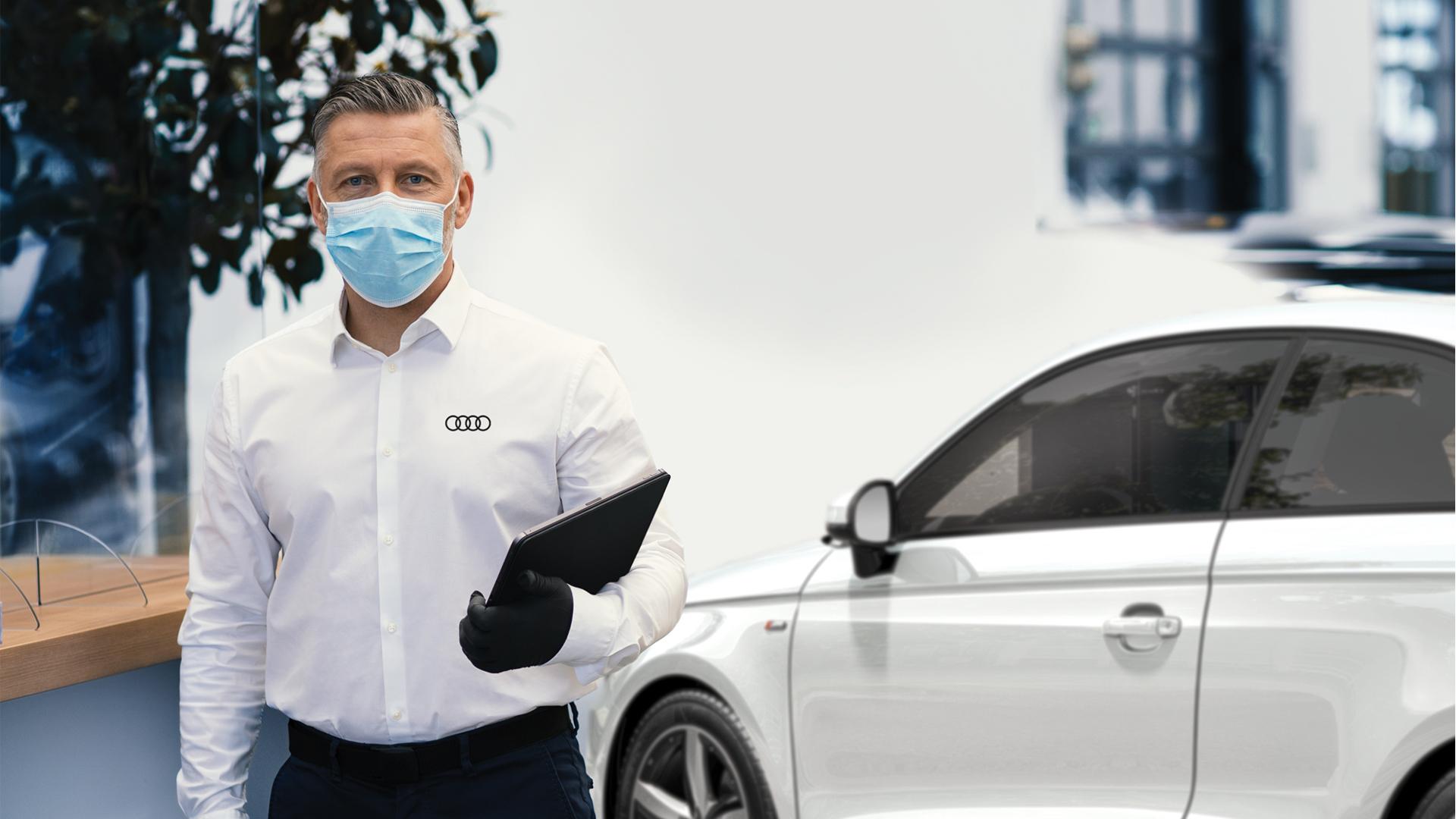 Δίκτυο Kosmocar - Audi Anti COVID 19 - Σύμβουλος Service με γάντια και μάσκα