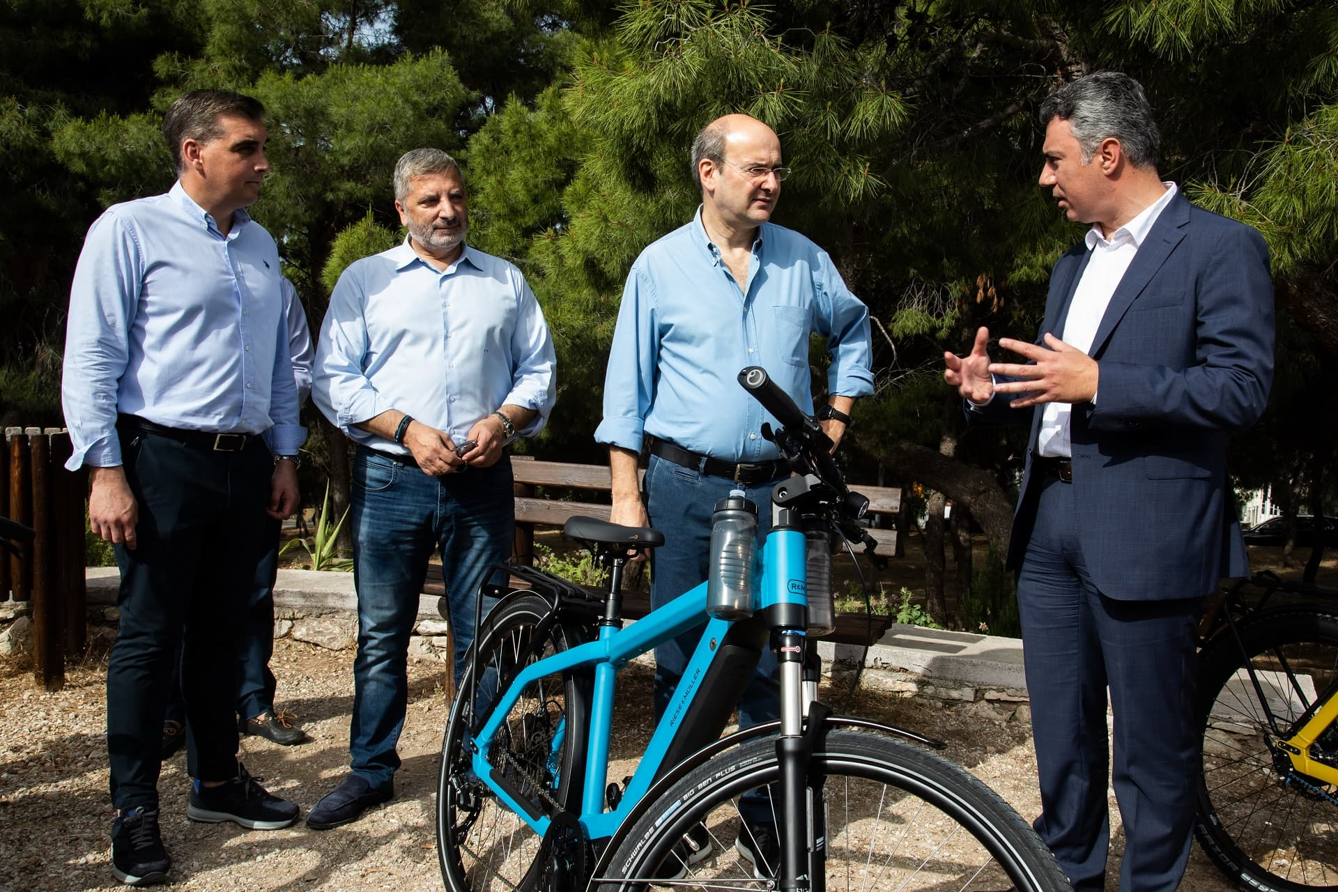 Kosmocar e-bikes - Γιάννης Κωνσταντάτος, Γιώργος Πατούλης, Κωστής Χατζηδάκης και Ανδρέας Χαλμπές στην εκδήλωση για το μνημόνιο συνεργασίας ΥΠΕΝ - ΣΠΑΥ