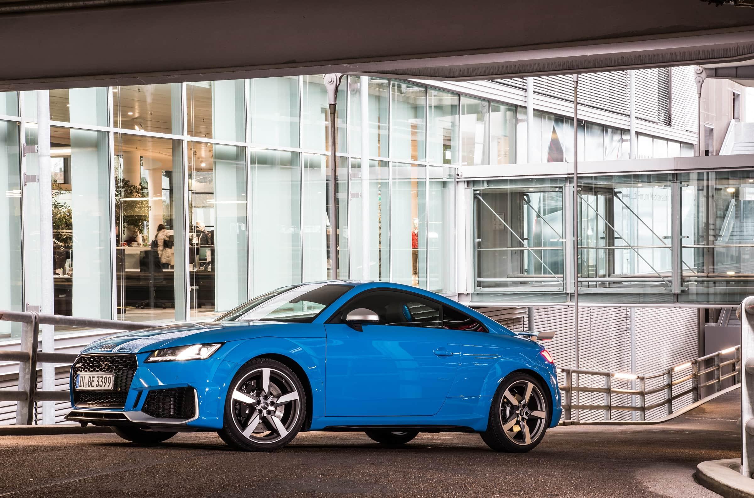 Εμπνευσμένο από τα αγωνιστικά αυτοκίνητα: ο σχεδιασμός των μοντέλων RS