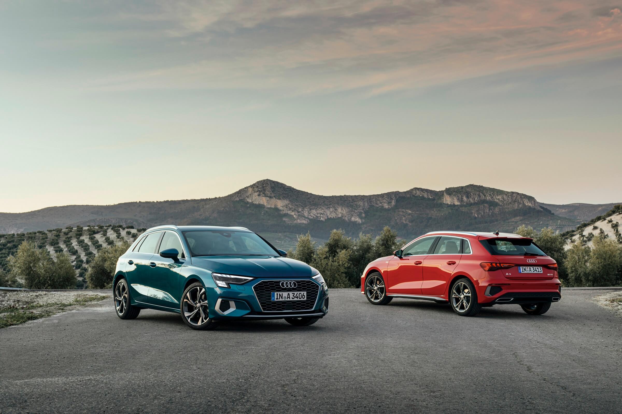 2 νέα Audi A3 σε μπλε και κόκκινο χρώμα