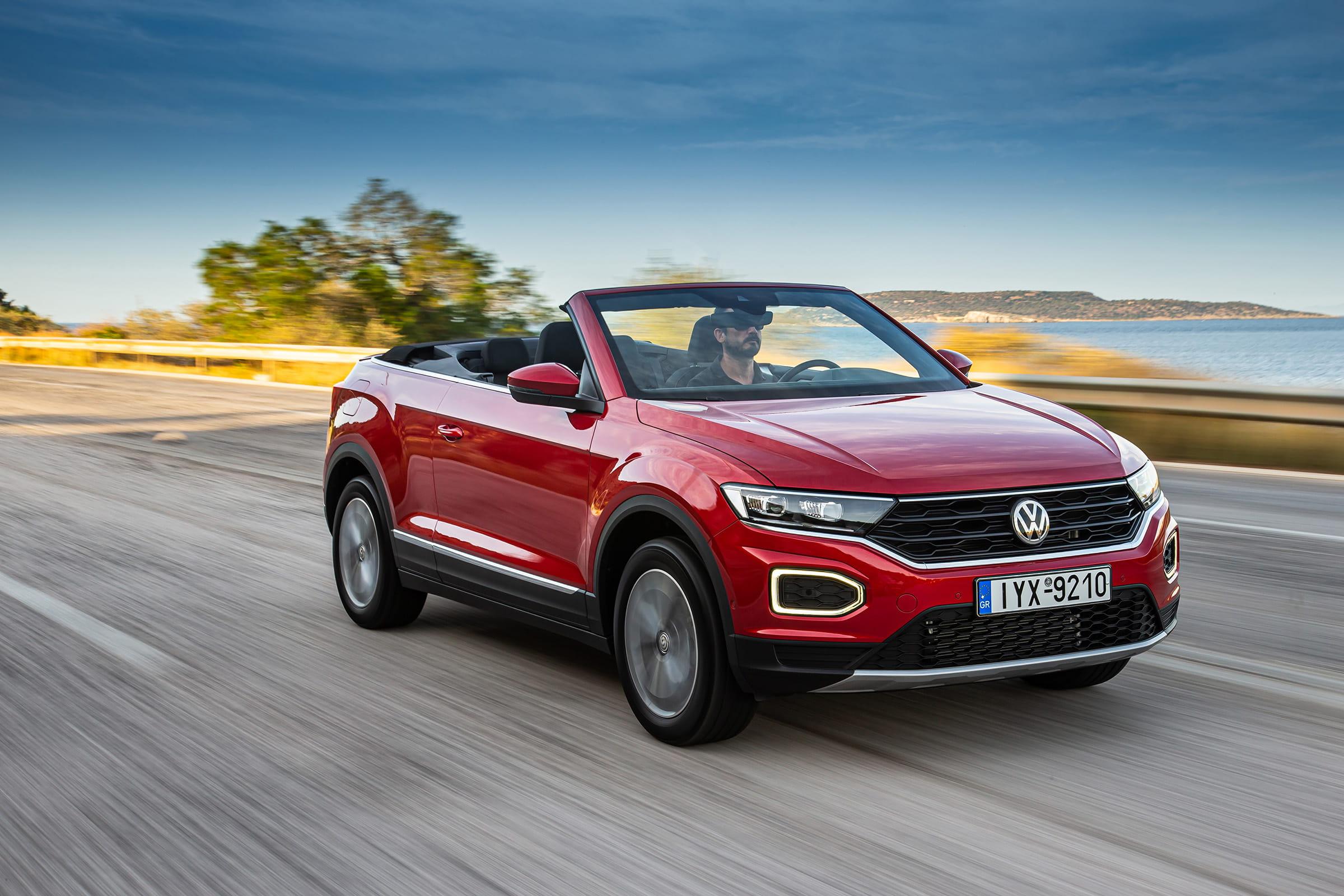 To νέο Volkswagen T-Roc Cabriolet σε κίνηση