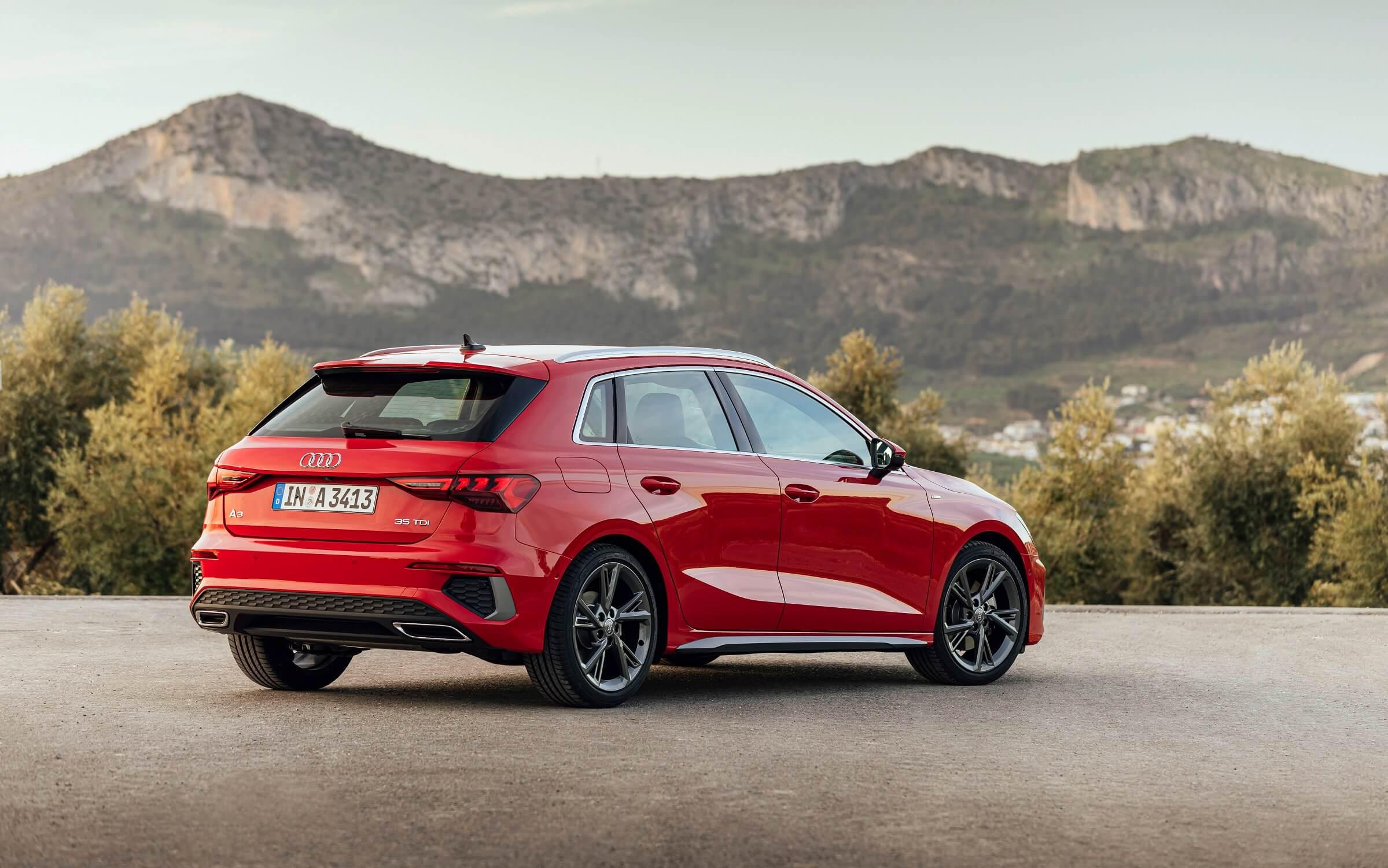 Νέο Audi A3 Sportback - Πίσω πλαϊνή όψη σε κόκκινο χρώμα