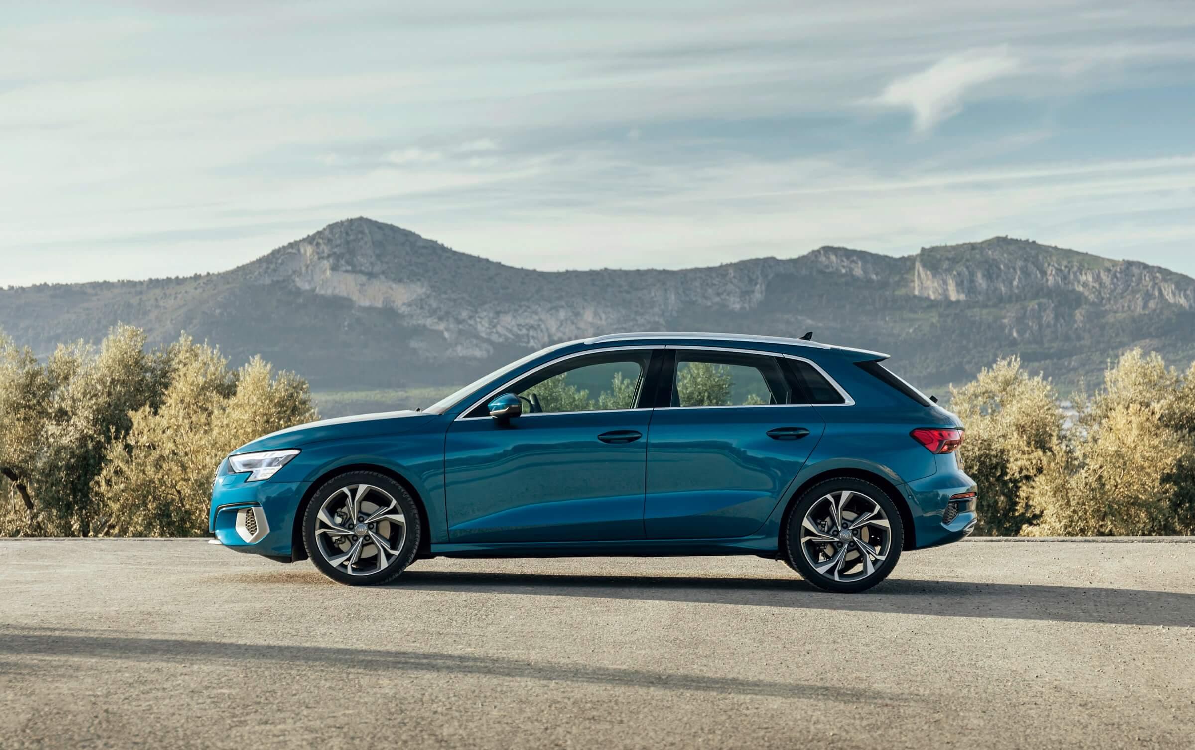 Νέο Audi A3 Sportback - Πλαϊνή όψη σε μπλε χρώμα