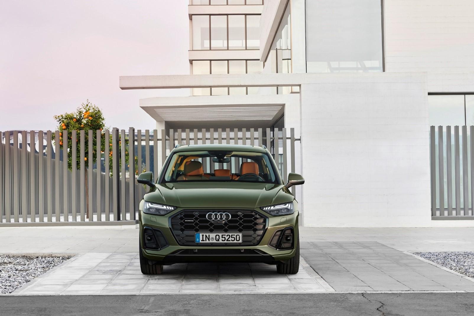 Audi Q5 - Σχεδιασμός - Εμπρός όψη σε district green χρώμα