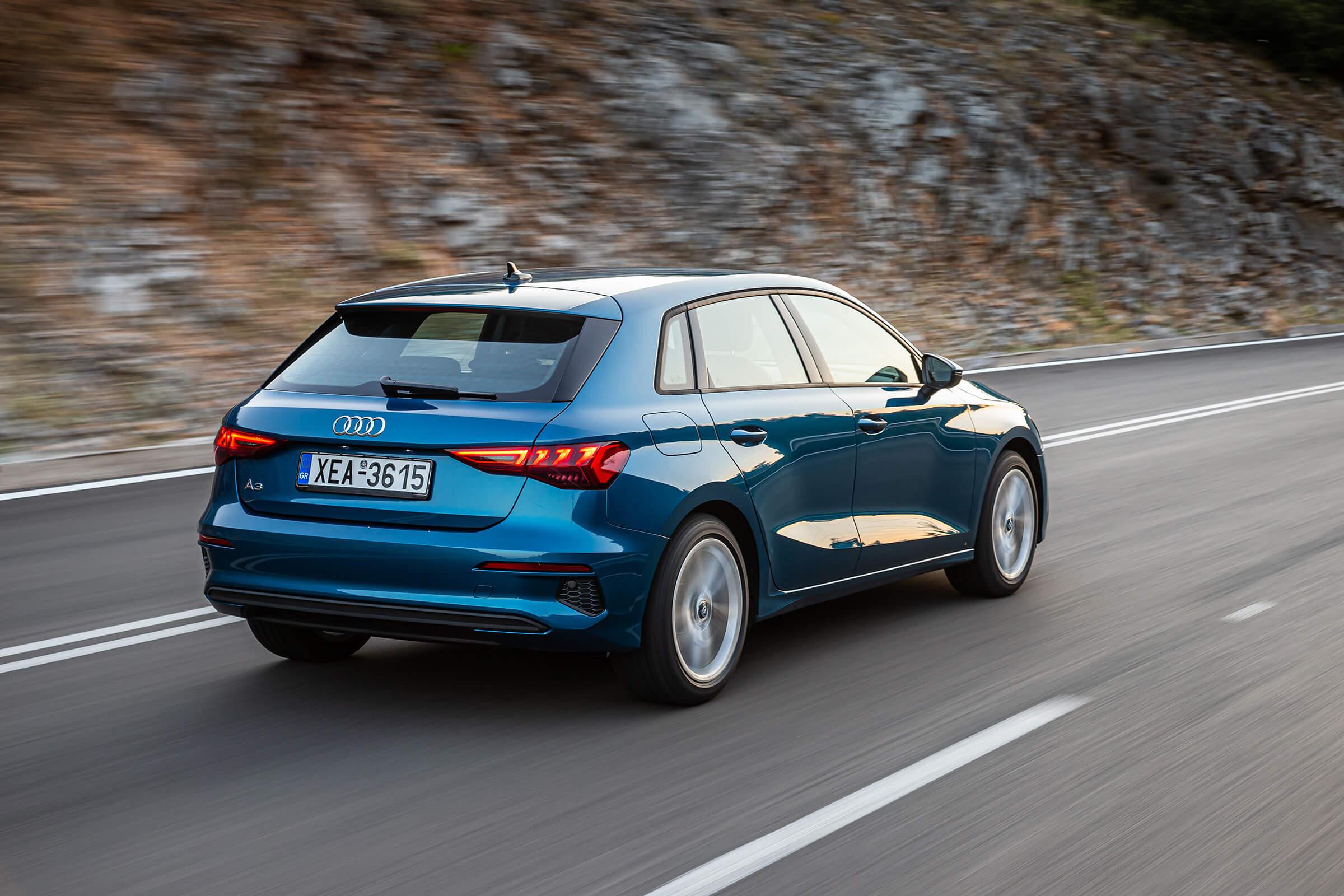 Νέο Audi A3 Sportback σε κίνηση - Πίσω όψη